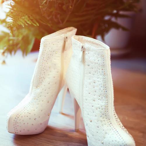 Scarpe bianche per la sposa invernale